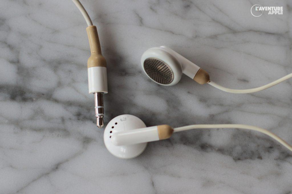 La première génération d'écouteurs d'iPod