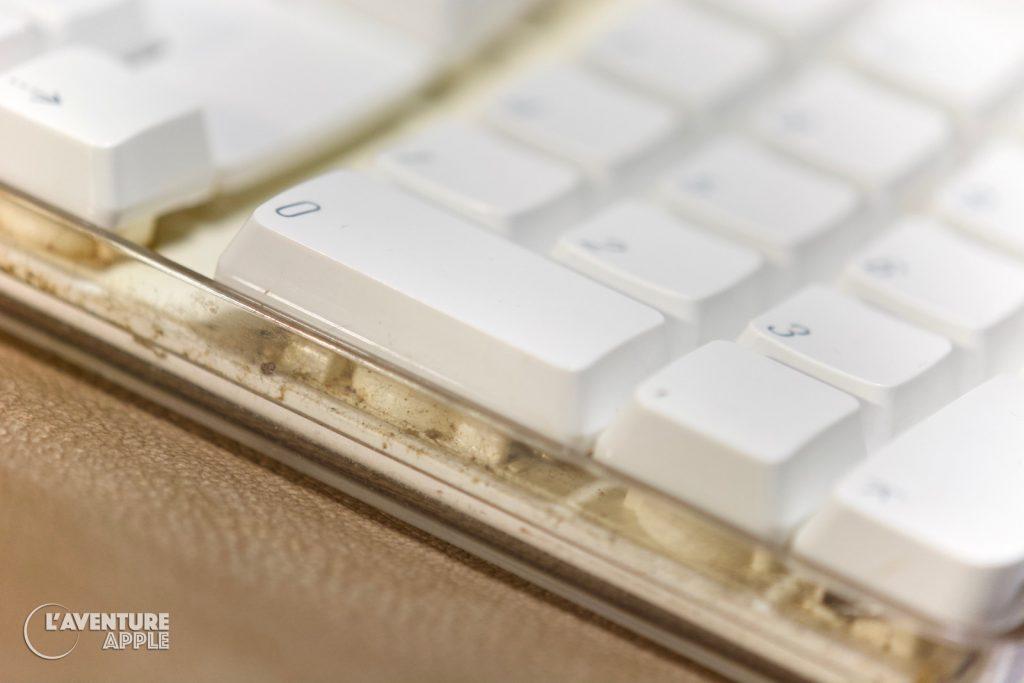 Apple 2003 USB Keyboard A1048 dirty