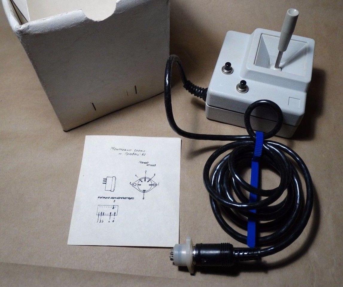 Apple II joystick clone, Pravetz