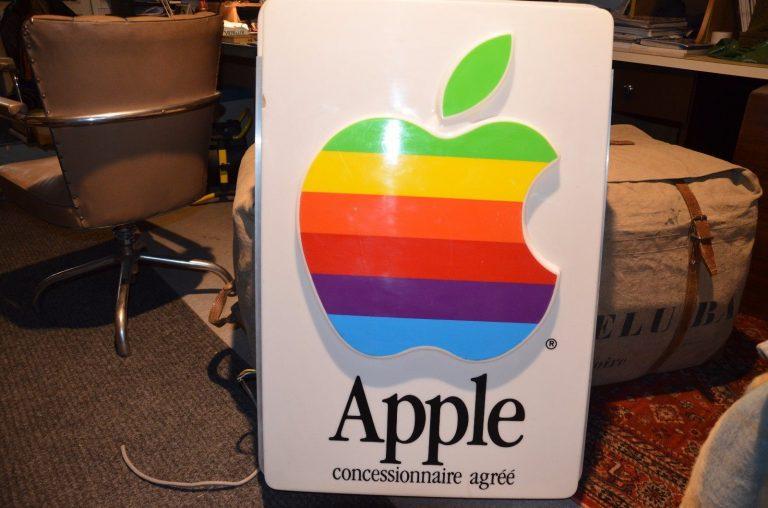 Enseigne lumineuse Apple, concessionnaire agréé