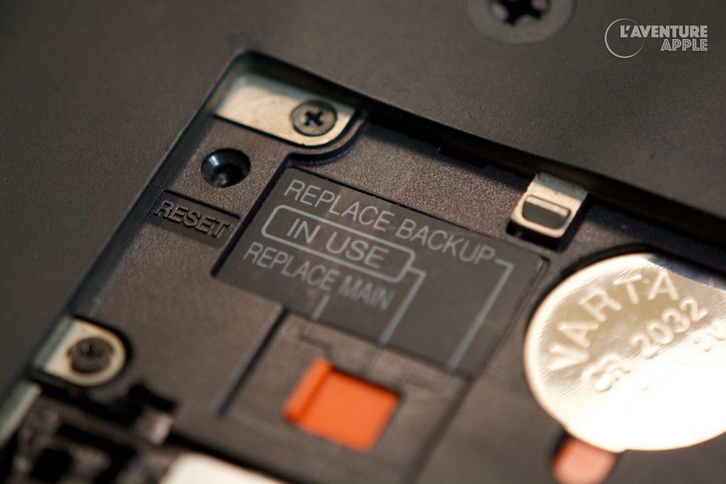 Apple MessagePad Newton reset button