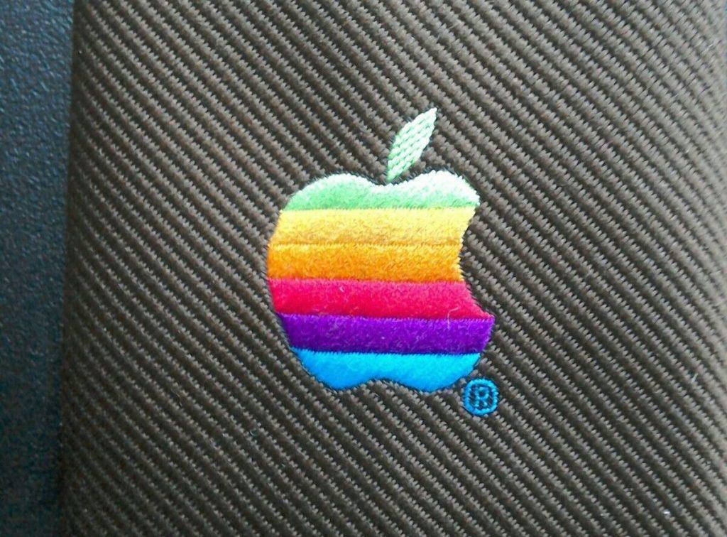 Apple logo cravate