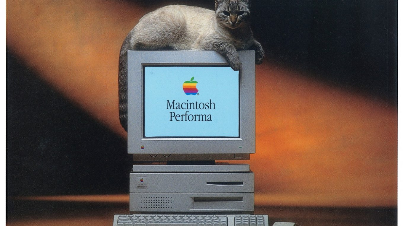 Apple France Macintosh Performa Brochure (le chat)