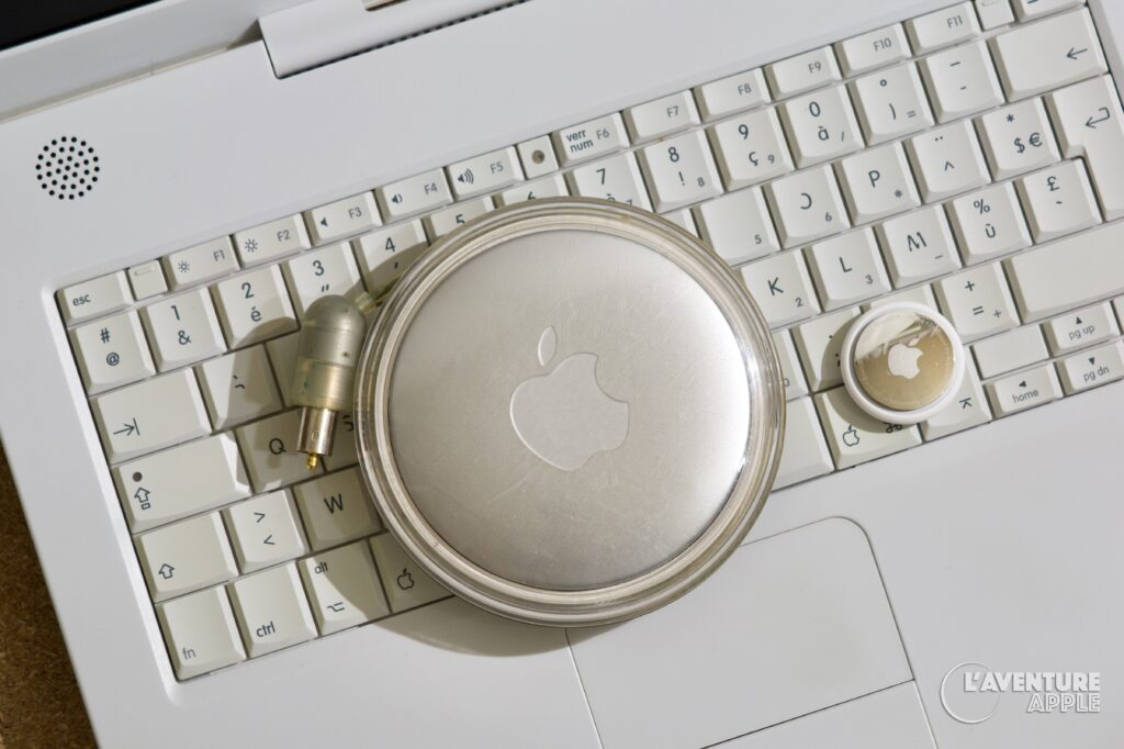 Apple iBook chargeur et AirTag
