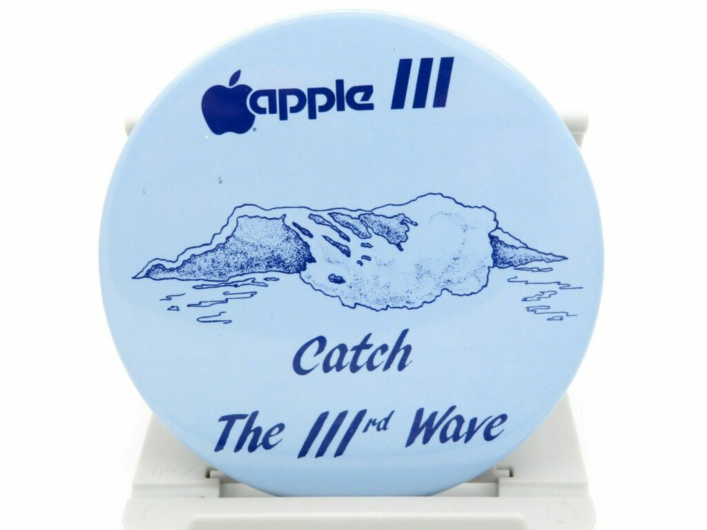 Apple III badge : catch the third wave